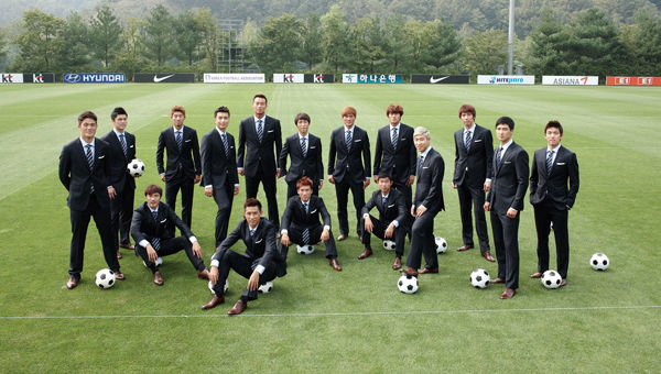 900x900px-LL-fab5a10c_Korea_Republic_national_football_team_Cheil_Industries_Galaxy_G11_Suit_in_2010_from_acrofan