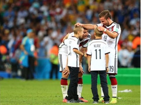 Miroslav-Klose-Mario-Goetze_new_celeb_img_665_400_nobga
